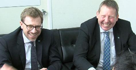 シュピパート社長(左)とビーガホフ営業統括部長(右)※肩書はいずれも当時